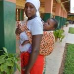 Mamma ospite dell'ostello del Kituo con il figlio